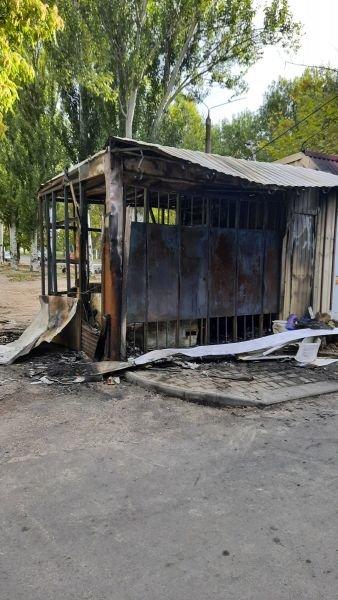 На рынке в Мелитополе горели киоски, фото-1