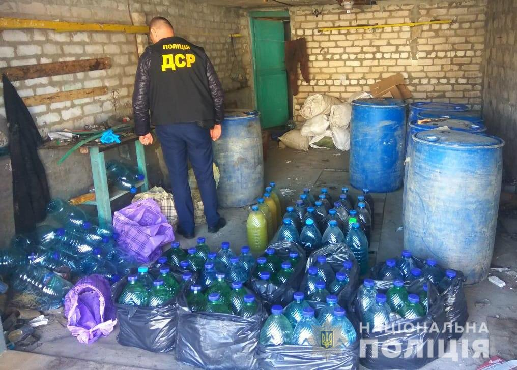 """Запорожские полицейские """"прикрыли"""" нелегальный алкогольный цех в Мелитополе, фото-3"""