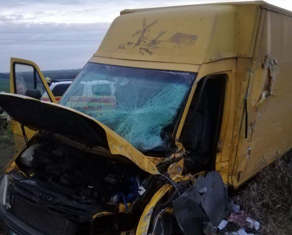 """Маршрутка """"Мелитополь - Мариуполь"""" столкнулась с грузовым автомобилем, фото-1"""