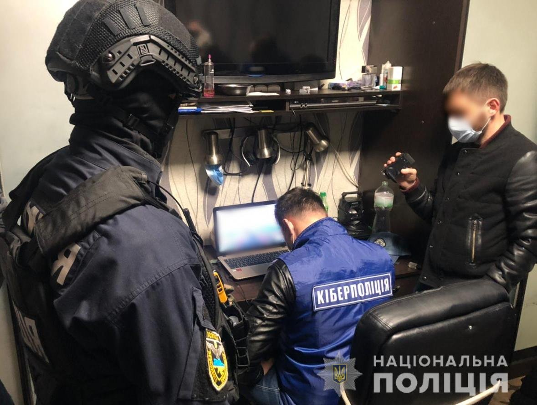 Киберполицейские Запорожья разоблачили двух юношей в создании фишинговых ресурсов (видео), фото-1