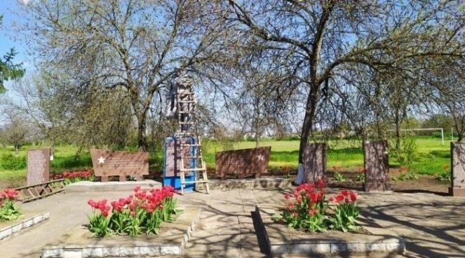 В Мелитопольском районе продолжают благоустраивать мемориалы, фото-1