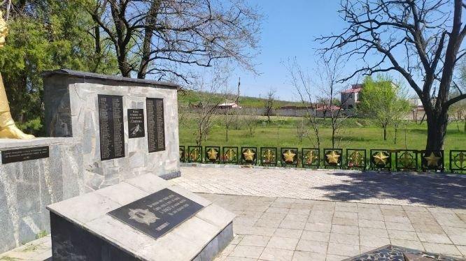 В Мелитопольском районе продолжают благоустраивать мемориалы, фото-3