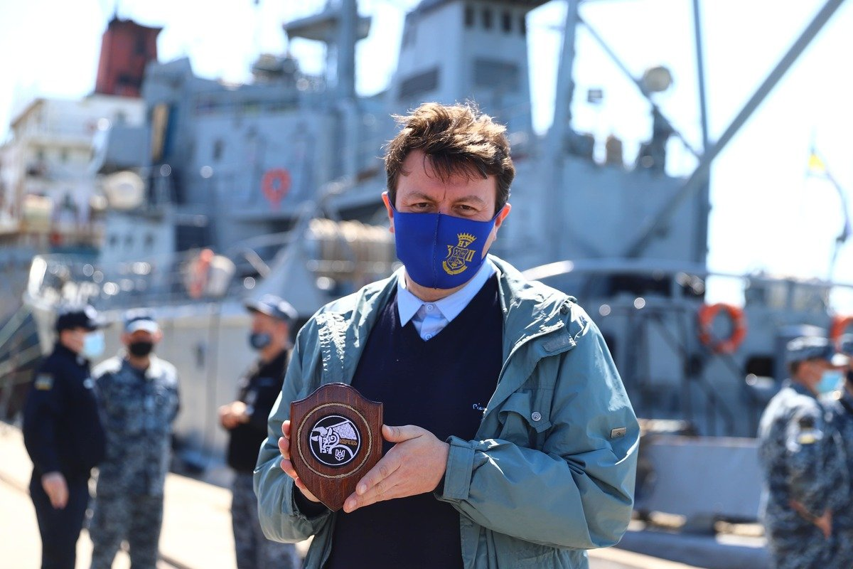 В воды Азовского моря спустили памятный венок, фото-3