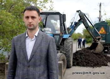 В Мелитополе продолжается замена аварийного участка водопроводной сети, фото-1