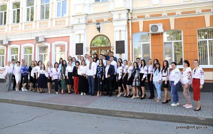 Члены Мелитопольского исполкома провели заседание в вышиванках, фото-1