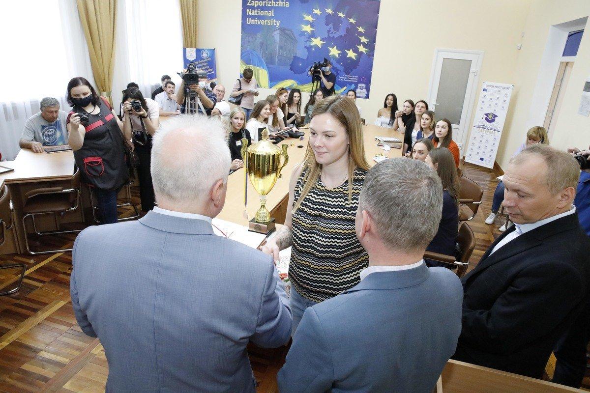 Волейболистки ЗНУ - бронзовые призеры Чемпионата Украины, фото-1