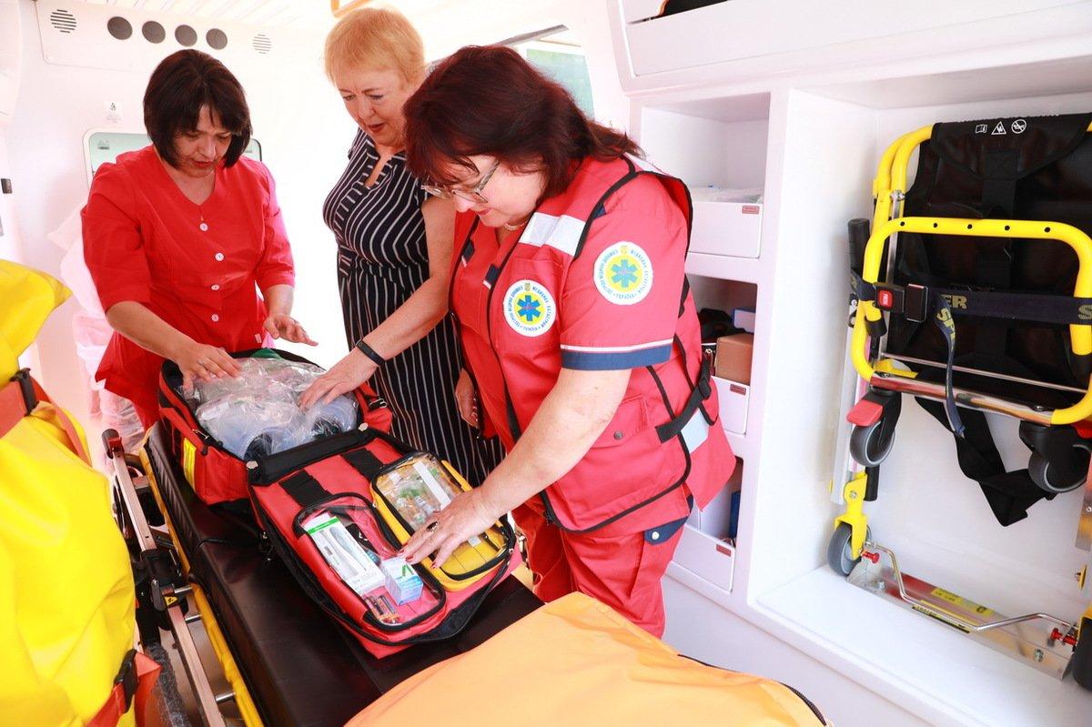 Медики Запорожской области получили новые оборудованные автомобили, фото-2