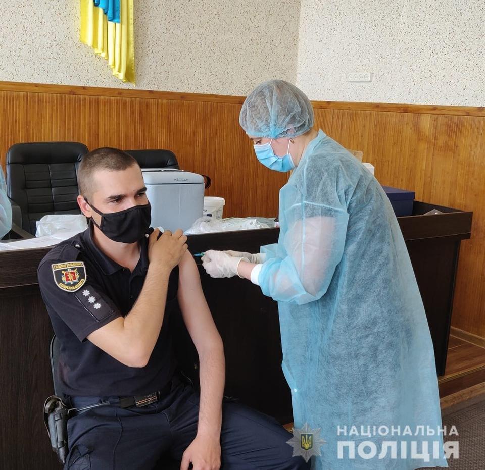 Полицейские Мелитопольского района продолжают вакцинироваться, фото-1