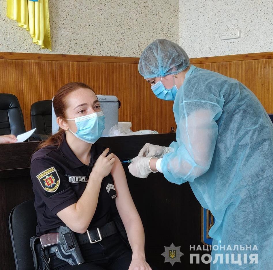 Полицейские Мелитопольского района продолжают вакцинироваться, фото-2